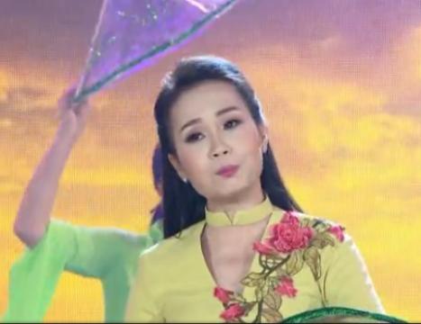 Em Đi Trên Cỏ Non - Cẩm Ly (Gala Nhạc Việt 2016)
